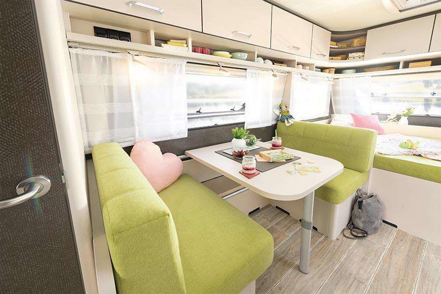 camp-me-wohn-wagen-verleih-caravan-box-buerstner-premio-495-tk-innen